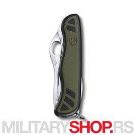 Victorinox-Soldier-Zeleni-One-Hand-01