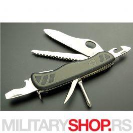 Victorinox-Soldier-Zeleni-One-Hand