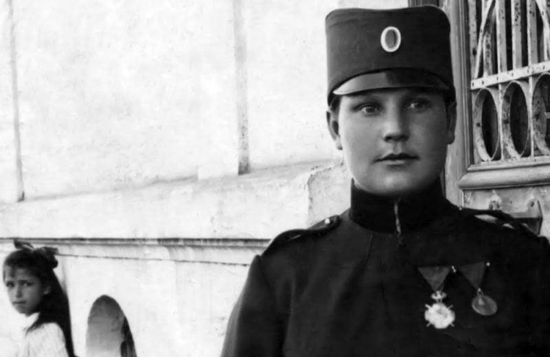 Žene u redovima vojske i policije