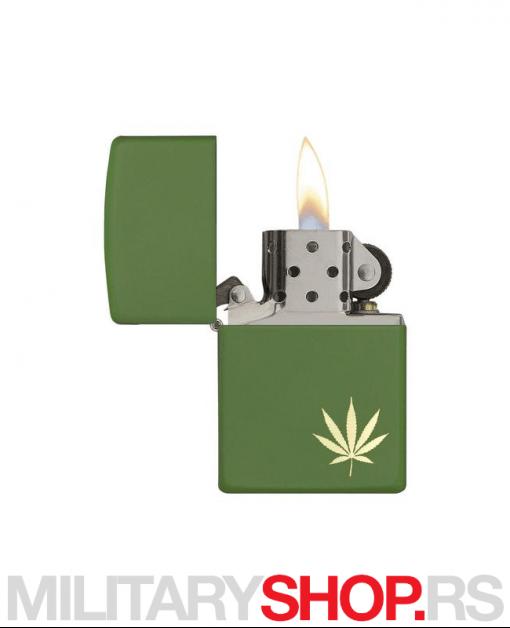 Zeleni Zippo upaljač sa listom konoplje