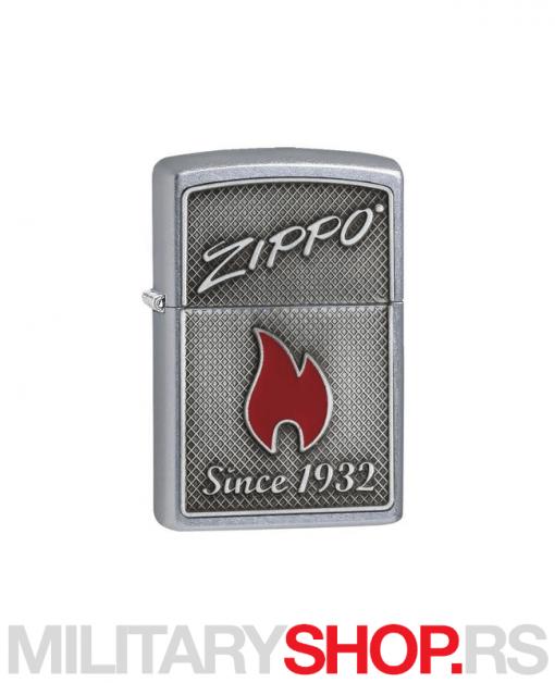 Crveni plamen Zippo upaljač
