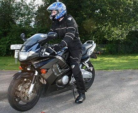 Moto oprema – kako izabrati moto pantalone