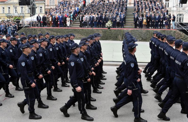 Policijska uniforma i propisi za nošenje