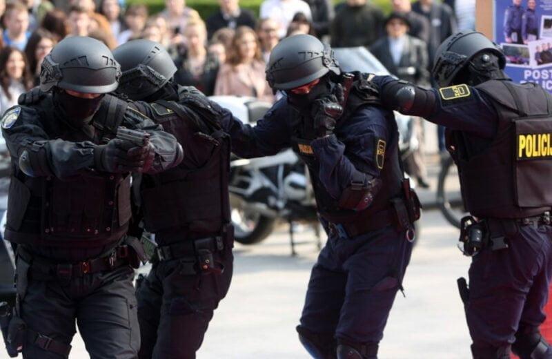 Uniforma Interventne policije
