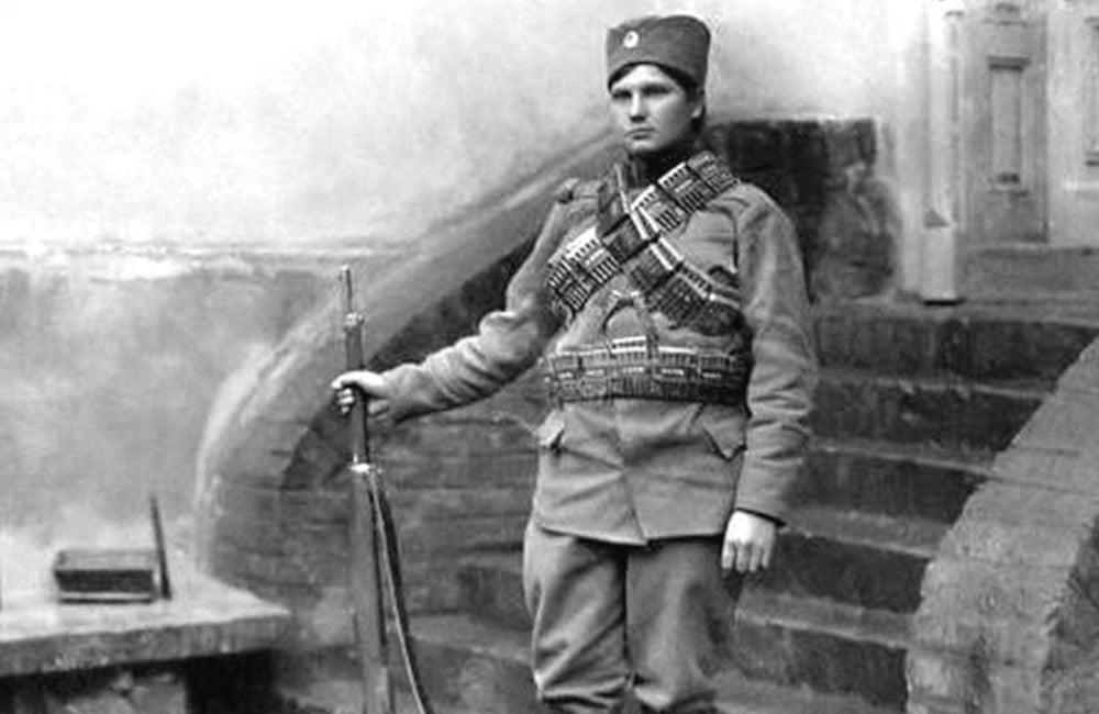 Milunka Savić, srpska heronina prvog svetskog rata i balkanskih ratova, rođena je 1889. godine u selu Koprivnica u blizini Raške.